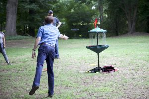 David Howard plays disc golf at the 2018 DELTA Staff Picnic.